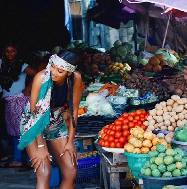 """Market Woman"" – Tiwa Savage Looking Absolutely Stunning At A Local Market"