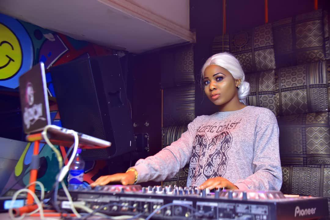My experience as a female Over The years DJ – Znow